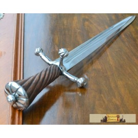 DAGGER WITH TWISTED WOODEN HANDLE